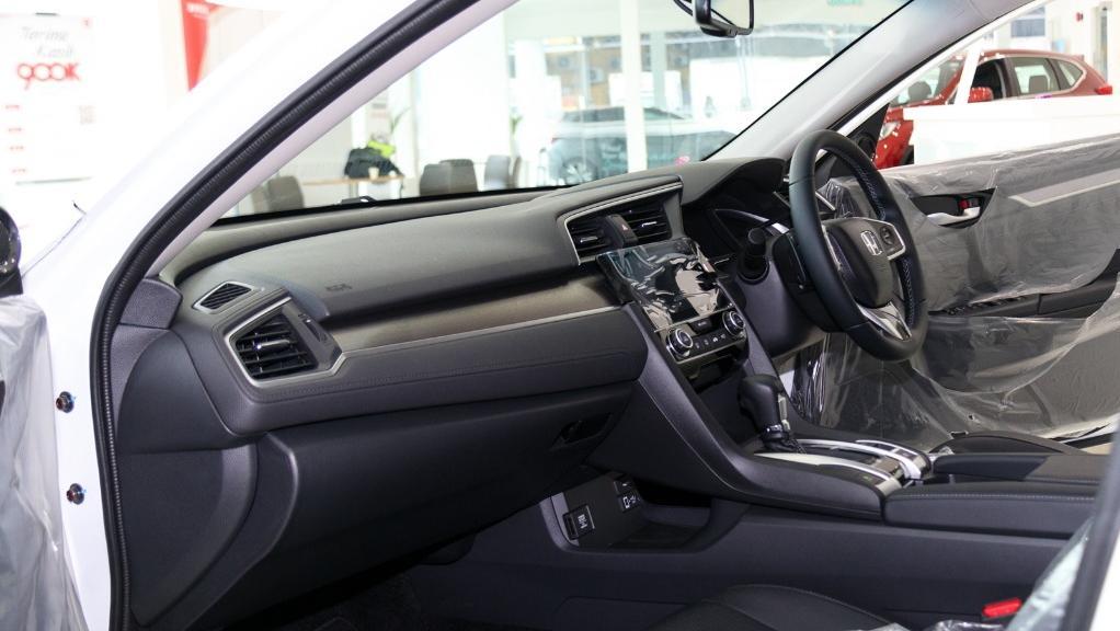 2018 Honda Civic 1.5TC Premium Interior 016