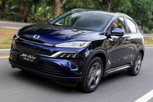 This Honda M-NV that produces 280 Nm is the next step up after our Honda HR-V Hybrid
