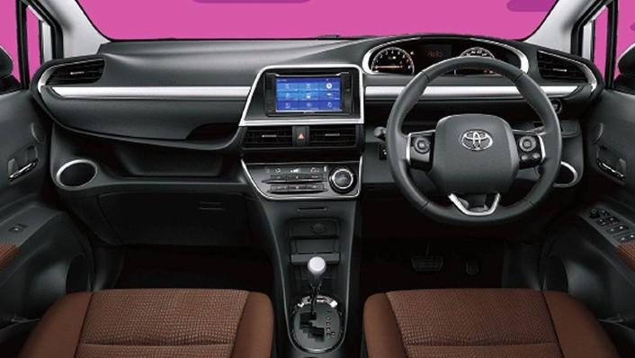 Toyota Sienta (2018) Interior 001