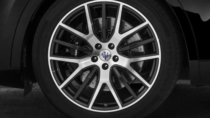 Maserati Levante (2019) Exterior 008