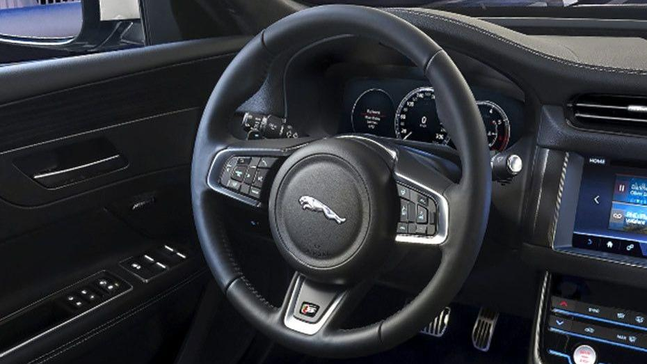 Jaguar XF (2017) Interior 002