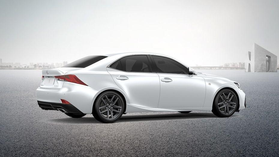 Lexus IS (2018) Exterior 005