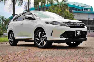 Toyota Harrier, premium Toyota without the Lexus badge