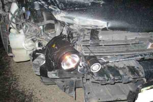 Man pulled over for duct-taping flashlights to his car as headlights replacement