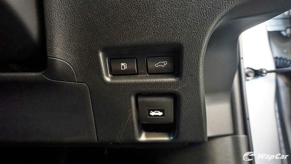 2020 Lexus UX 200 Luxury Interior 027