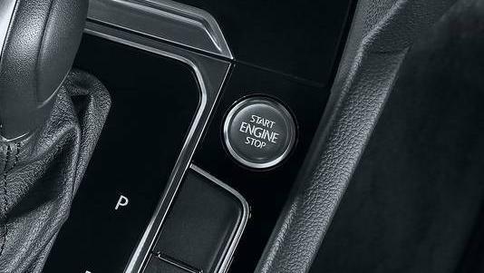 Volkswagen Golf GTI (2019) Interior 007