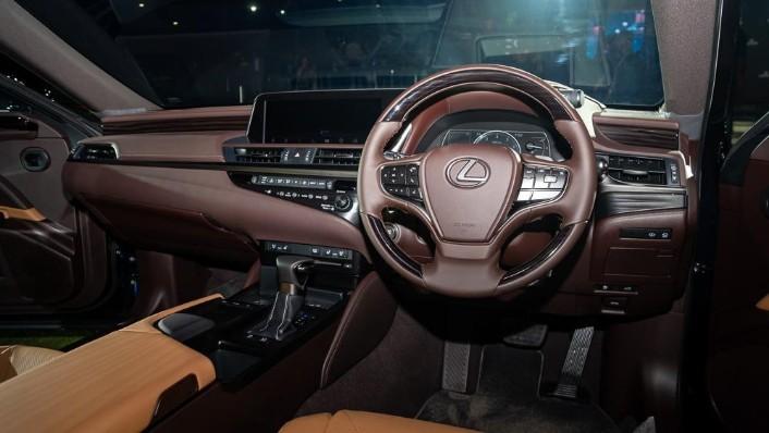 2019 Lexus ES 250 Luxury Interior 002