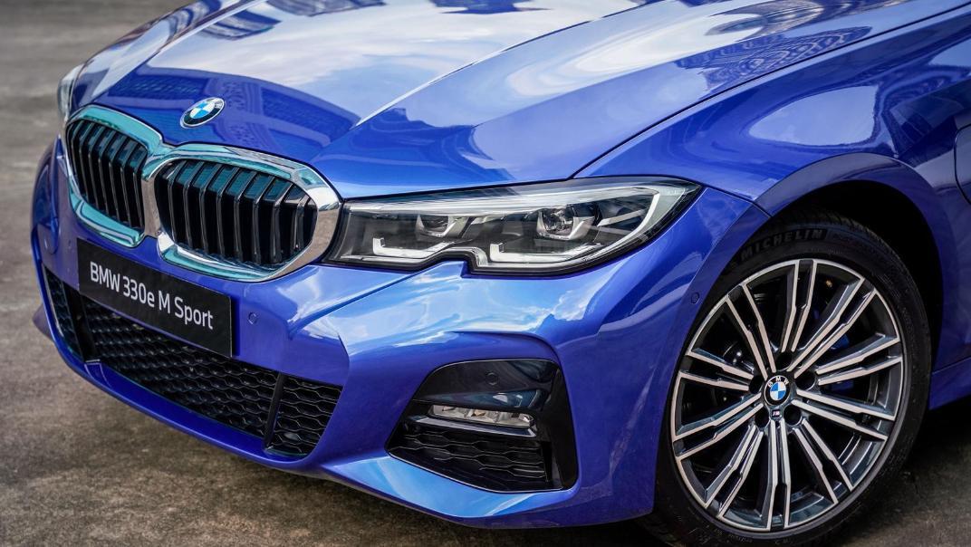2020 BMW 3 Series 330e Exterior 011