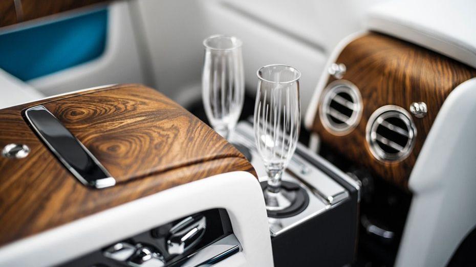 2018 Rolls-Royce Cullinan Cullinan Interior 011