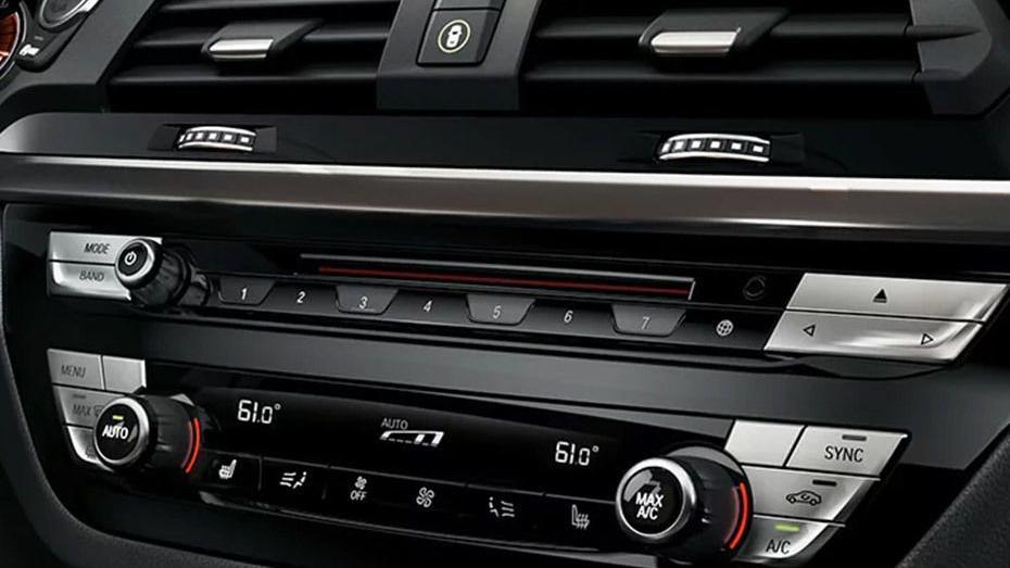 BMW X3 (2019) Interior 005