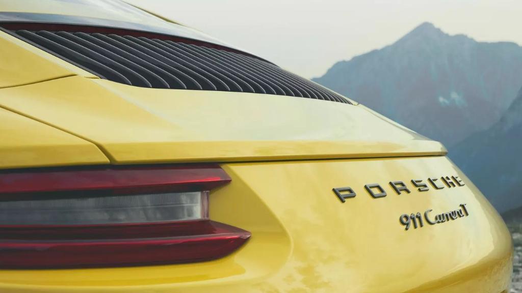 2018 Porsche 911 Carrera T Exterior 008