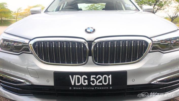 2019 BMW 5 Series 520i Luxury Exterior 010