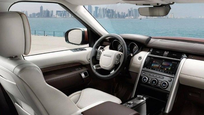 Land Rover Discovery (2018) Interior 001