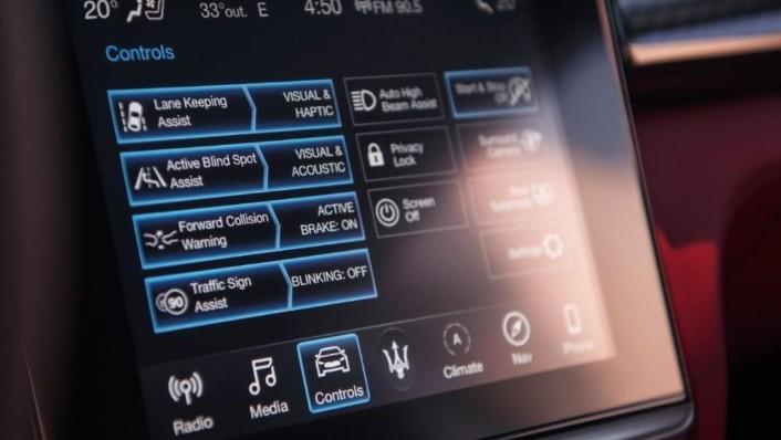 Maserati Levante (2019) Interior 005