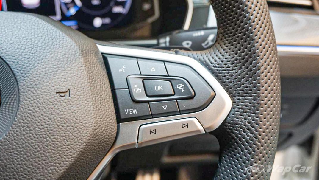 2020 Volkswagen Passat 2.0TSI R-Line Interior 032