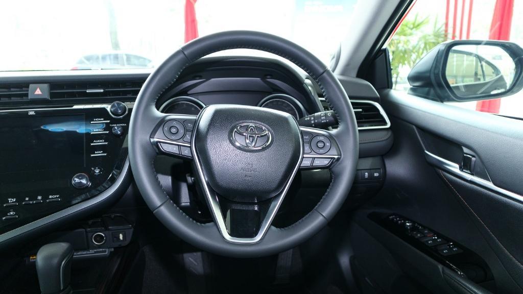 2019 Toyota Camry 2.5V Interior 005