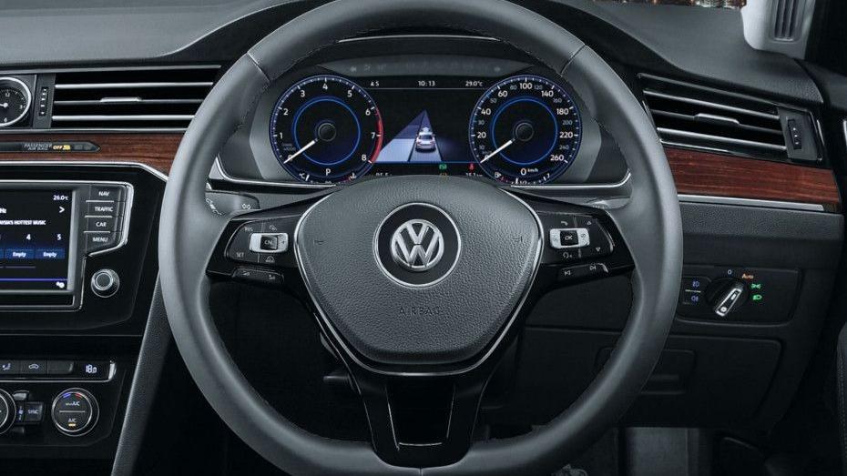 Volkswagen Passat (2018) Interior 001