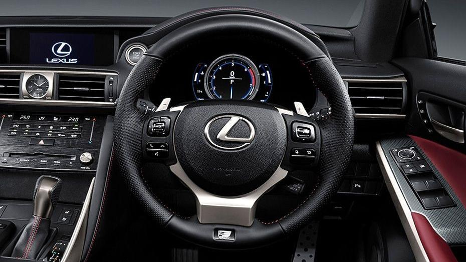 Lexus IS (2018) Interior 002