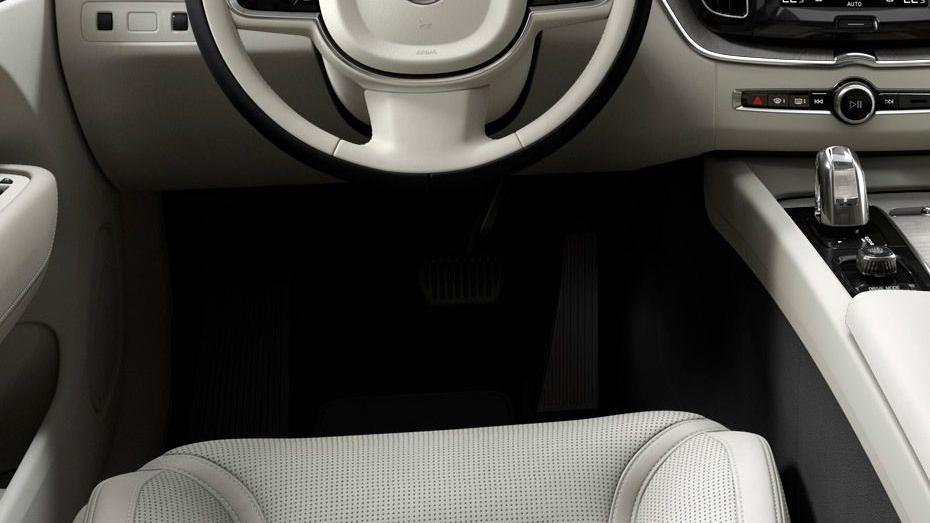 Volvo XC60 (2018) Interior 005