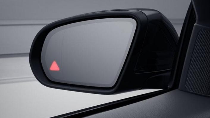 Mercedes-Benz C-Class Saloon (2018) Interior 009