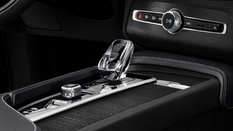 New 2020 Volvo XC90 glass gearshift