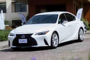 Lexus IS 2021 baru – pesaing BMW 3 Series dilancarkan di 5 negara ASEAN, tapi bukan Malaysia