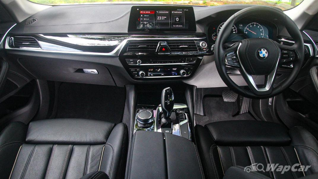 2019 BMW 5 Series 520i Luxury Interior 001