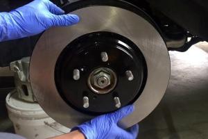 6 cara nak tahu bila kena tukar 'disc brake' kereta anda