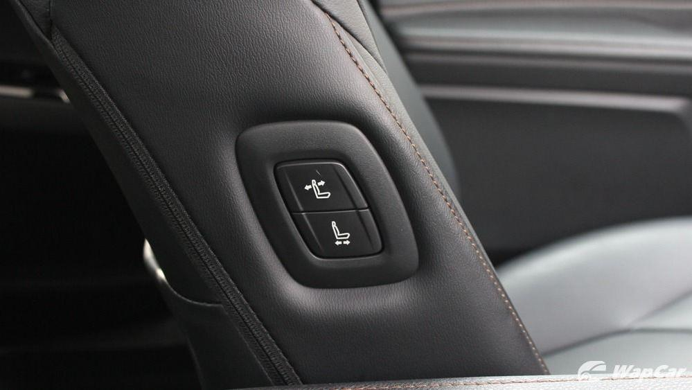 2019 Toyota Camry 2.5V Interior 058