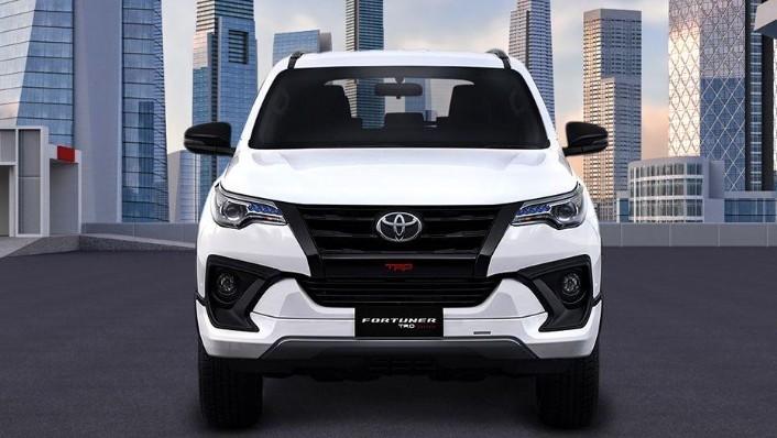 Toyota Fortuner (2018) Exterior 002