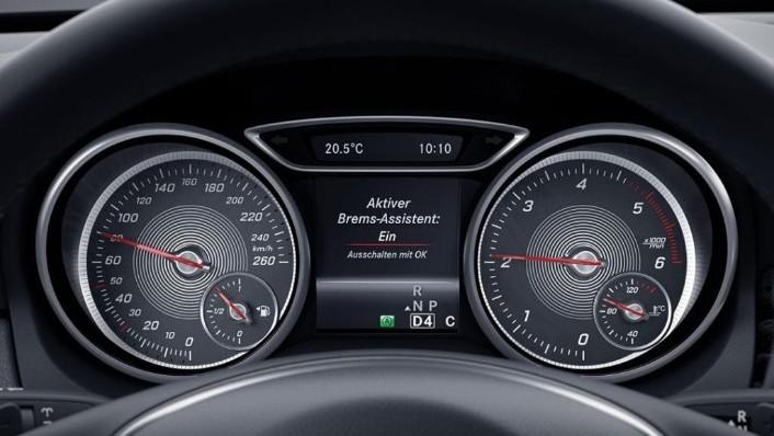 Mercedes-Benz GLA (2018) Interior 003