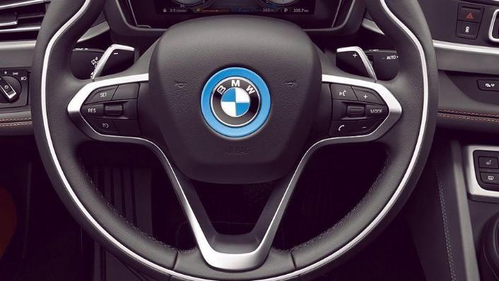 BMW i8 Coupe (2019) Interior 002