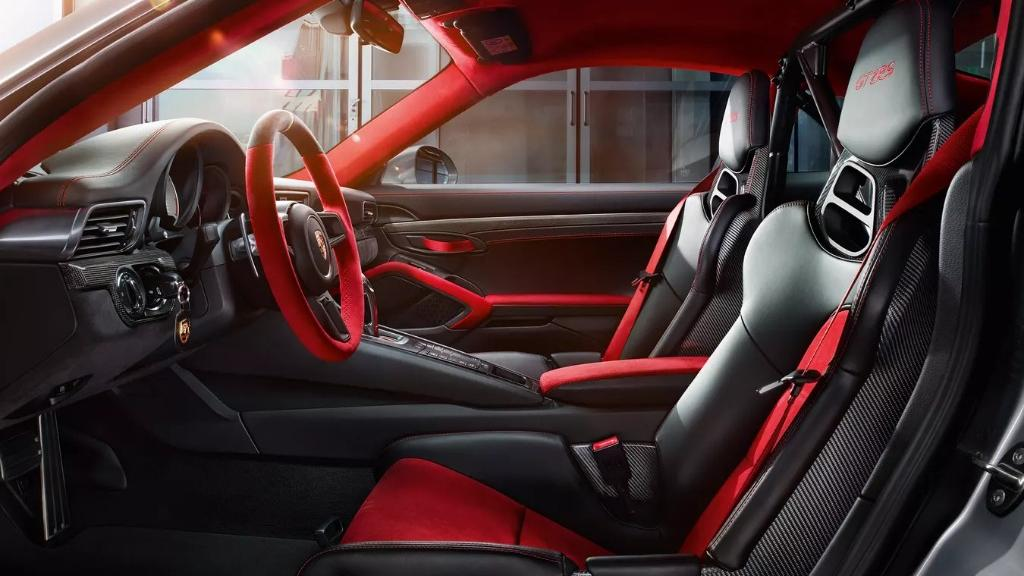 2019 Porsche 911 GT2 RS Interior 002