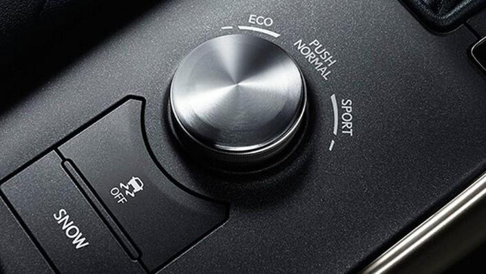 Lexus IS (2018) Interior 008