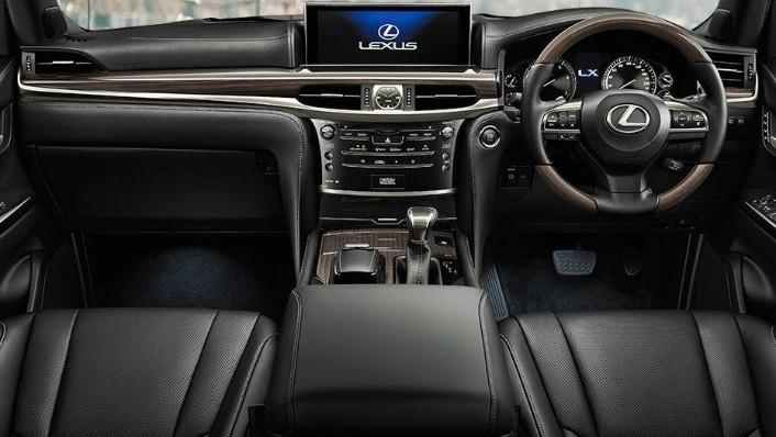 Lexus LX (2018) Interior 001