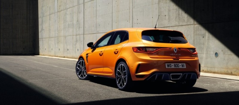No strings attached, the 6MT, 280 PS Renault Megane R.S. 280 Cup is now available for subscription 02