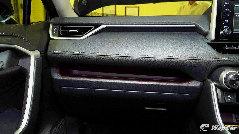 2020 Toyota RAV4 2.5L Interior 031