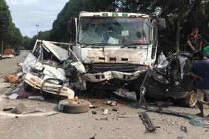 2 killed after 10-ton lorry ploughs into 7 cars