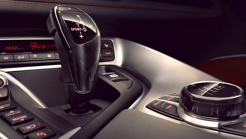 BMW i8 Roadster (2018) Interior 006