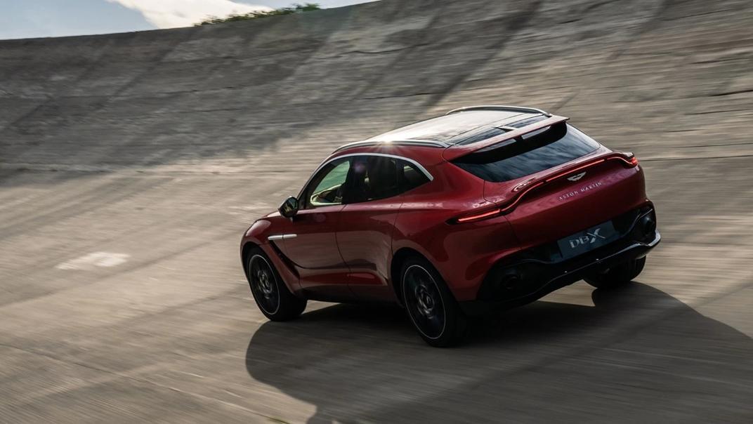 2021 Aston Martin DBX Exterior 002