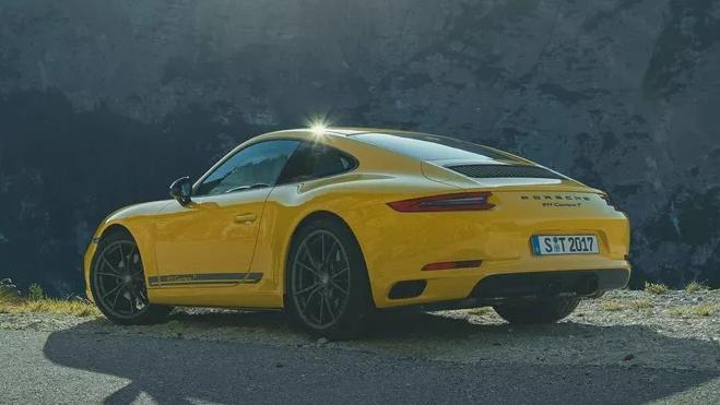 2018 Porsche 911 Carrera T Exterior 004