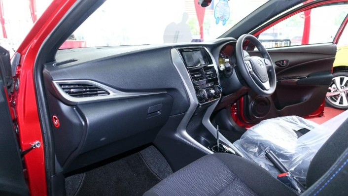 2019 Toyota Yaris 1.5E Interior 003