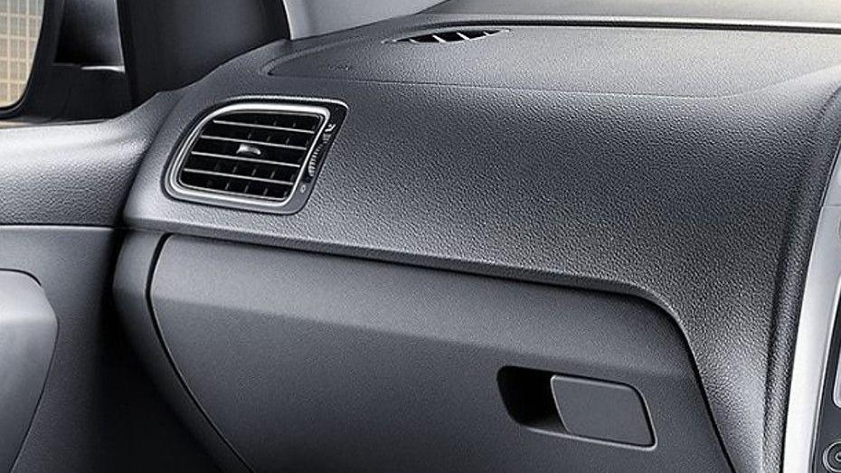 Volkswagen Polo (2018) Interior 008