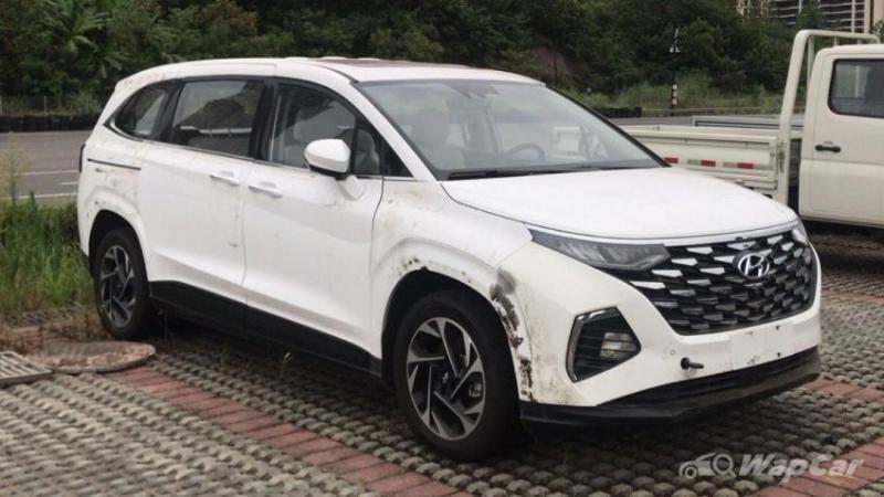 Spied: Hyundai Custo MPV sans camouflage 02
