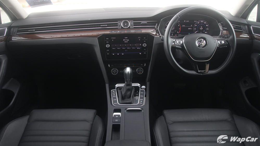 2018 Volkswagen Passat 2.0 TSI Highline Interior 002