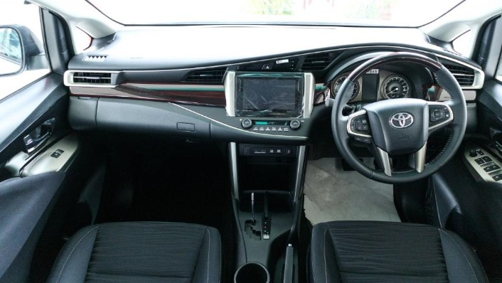 2018 Toyota Innova 2.0G (A) Interior 001