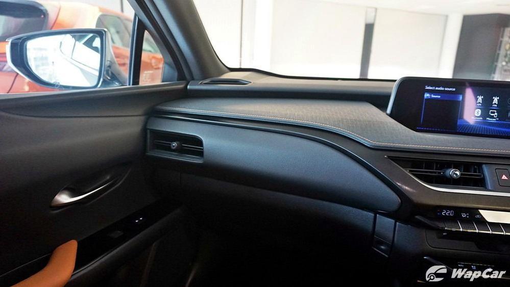 2020 Lexus UX 200 Luxury Interior 005