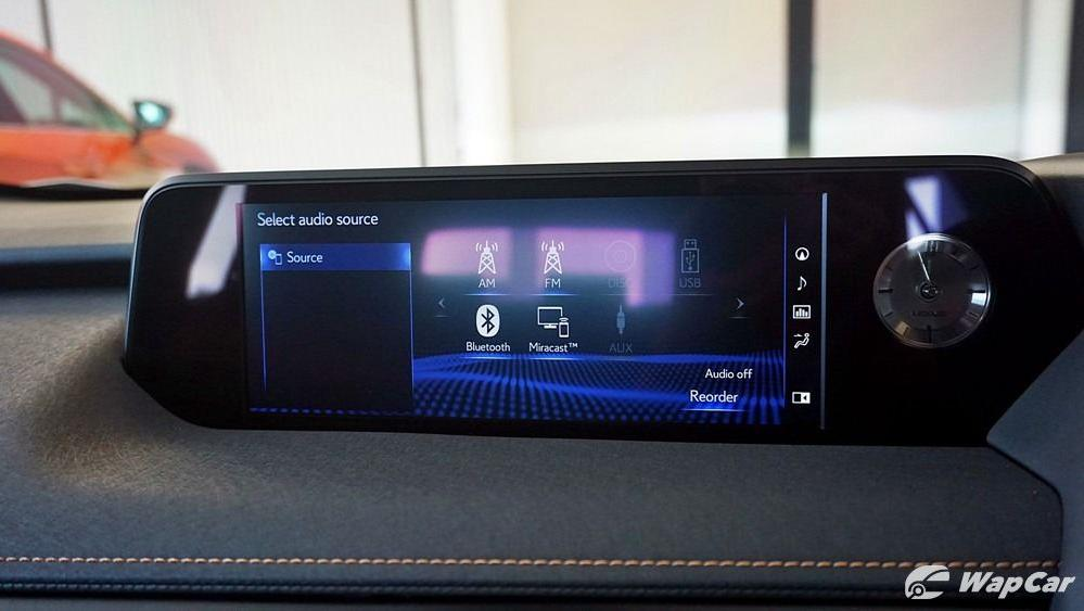 2020 Lexus UX 200 Luxury Interior 014