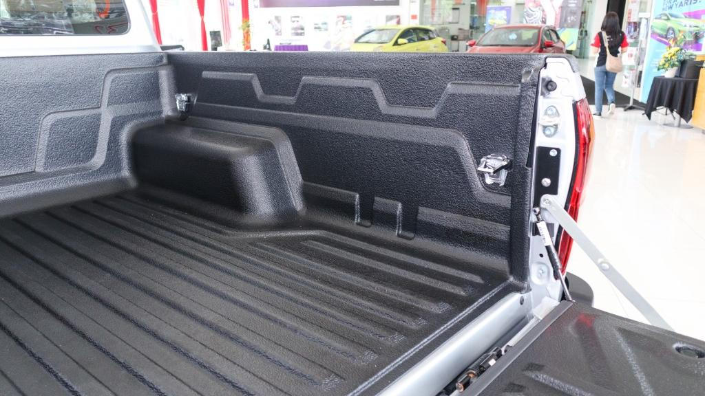2018 Toyota Hilux Double Cab 2.4 L-Edition AT 4x4 Interior 041