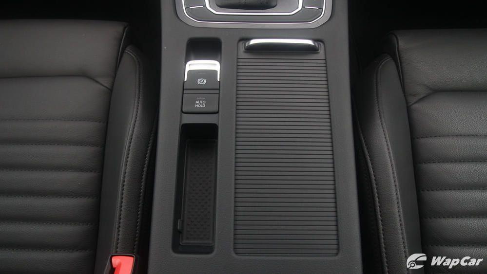 2018 Volkswagen Passat 2.0 TSI Highline Interior 029